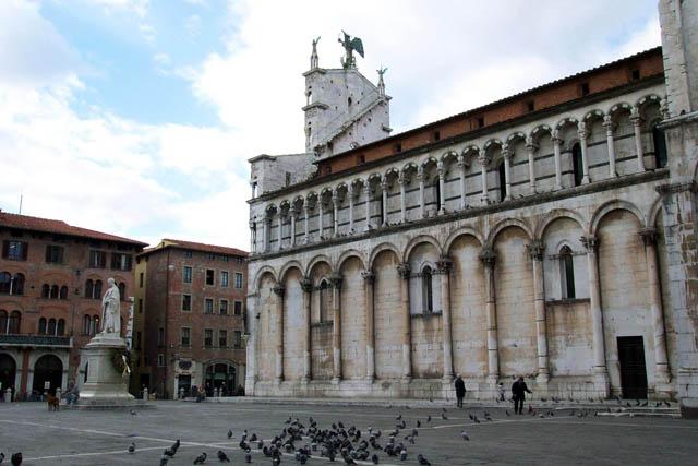 Plaza de San Michele, Lucca. © Paco Bellido, 2003