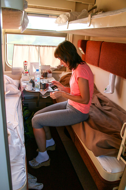 In the sleeper compartment heads to Saint Petersburg, Russia サンクトペテルブルク行きヴォルガ号の寝台車