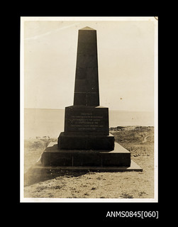 Statue with plaque inscribed 'Erected by the Commonwealth of Australia to commemorate the landing at Port Darwin of the first aerial flight from England 10th December 1919'