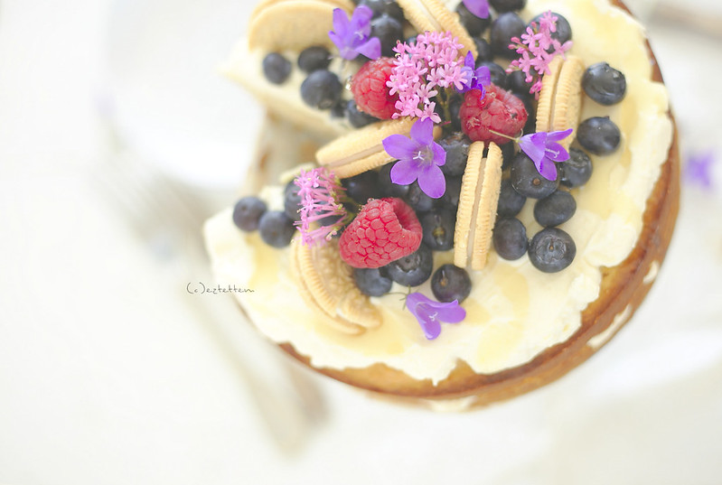 coconut cake w/ ricotta cream