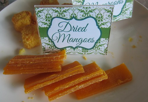 I love dried mangoes.