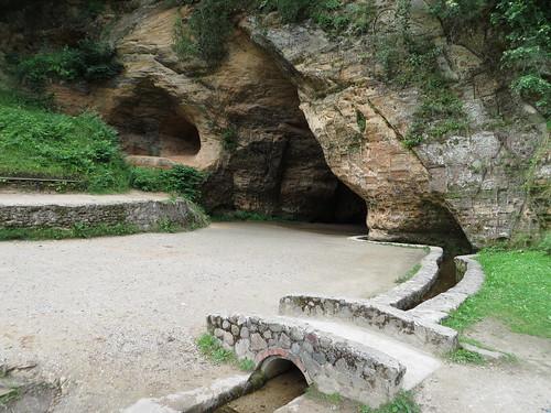 Gutmana and Viktora caves