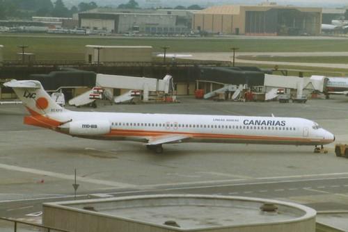 GATWICK AUG 1988 LINEAS AEREAS CANARIAS DOUGLAS MD80 EC-EFU