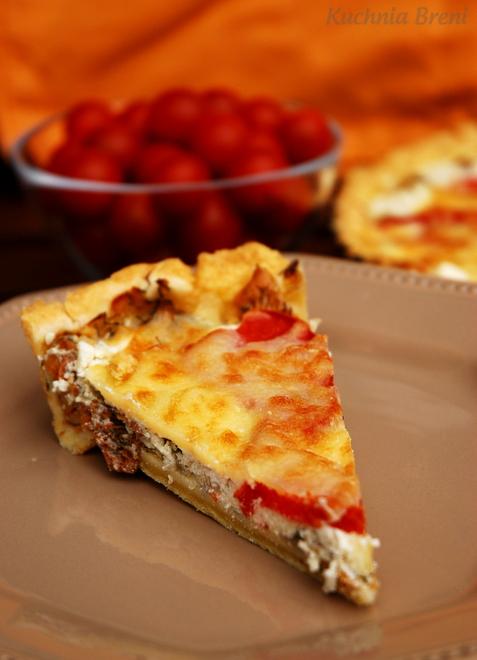Tarta z kurkami i pomidorami