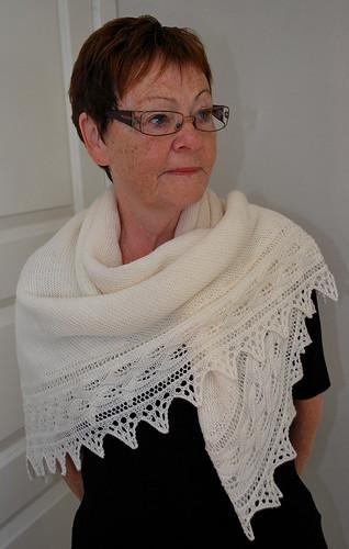 Hvitt sjal / teppe