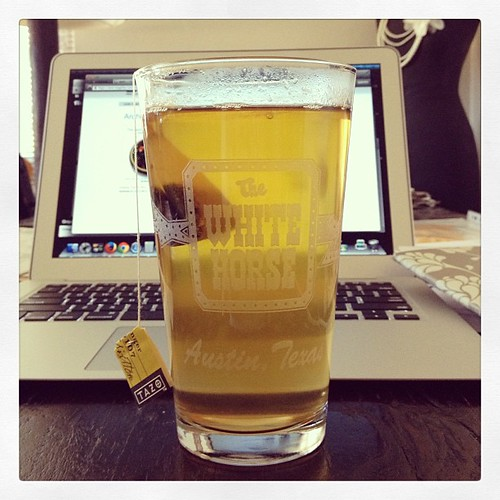 #octfoodphotos 9 | #drinking @tazo out of new pint glass from The White Horse in #Austin #Texas #wanttogoback