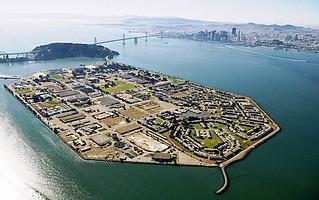 La isla desde el aire presenta lo que fue, un centro militar estratégico durante la guerra fría Treasure Island, el tesoro mejor guardado de San Francisco - 10221017265 5166cbf680 n - Treasure Island, el tesoro mejor guardado de San Francisco