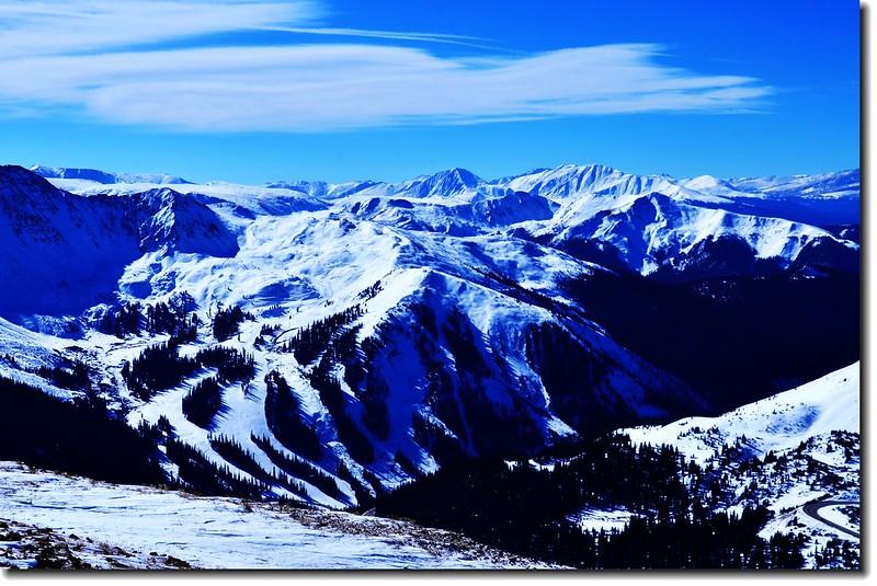 Loveland Pass  Point 12,915' 俯瞰Arapahoe Basin Ski Area