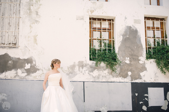 first-look-Genevieve-and-Alistair-Vrede-en-Lust-South-Africa-wedding-shot-by-dna-photographers-58