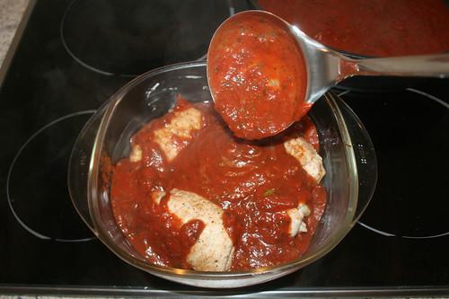 32 - Schnitzelrollen mit Sauce übergießen / Douse schnitzel rolls with tomato sauce