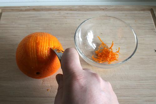 16 - Orangenschale abreiben / Grate orange peel