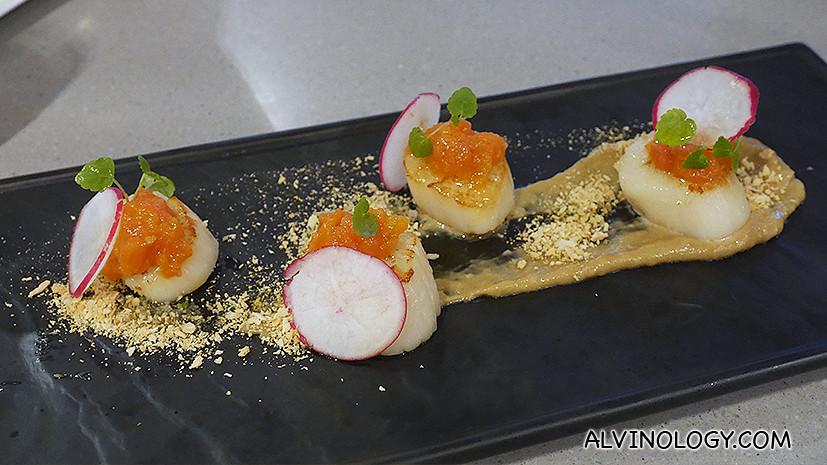 Antipasti - Capesante con Bagna Cauda (S$28): Scorched scallops, tomato relish, red radish, 'Bagna Cauda', herb sand