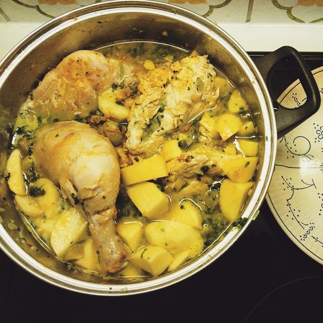 tajine de pollo y aceitunas #tajine #poulet #olives #pommesdeterre