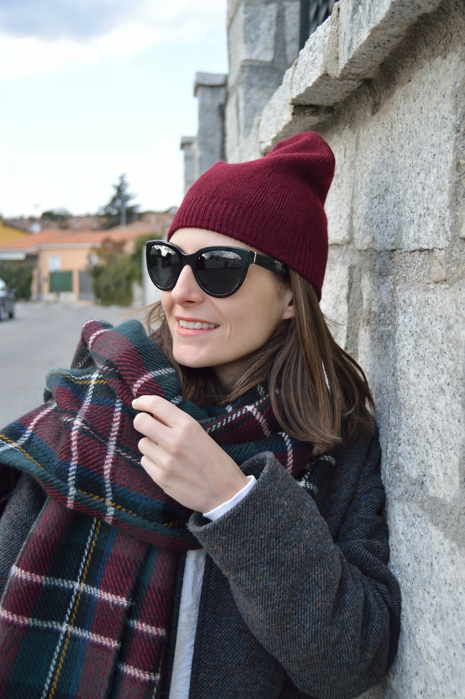 lara-vazquez-mad-lula-style-ootd-fashion-beanie-winter-burgundy