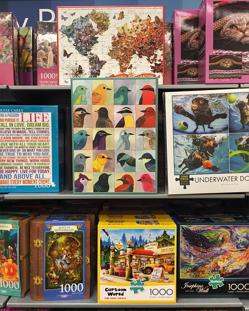 Hey, my birdie puzzle is here too! Avian Friends 1000 piece puzzle I did in collaboration with @galisongift 😀🐤🐦🐧