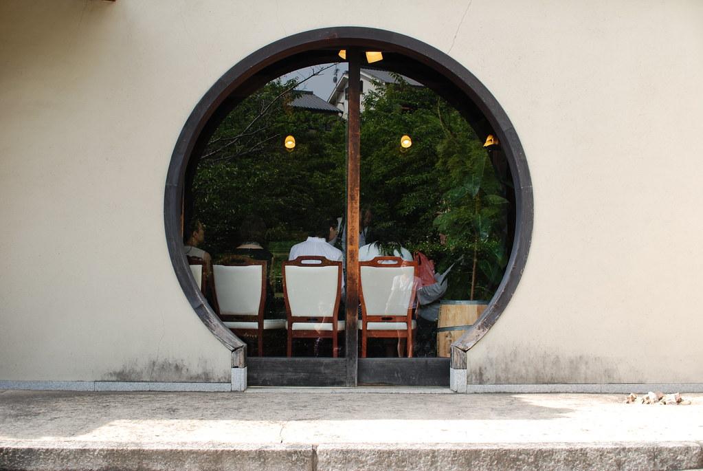 京都清水「イノダコーヒー」の円窓
