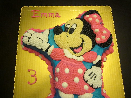 Minnie Mouse Shaped Cake
