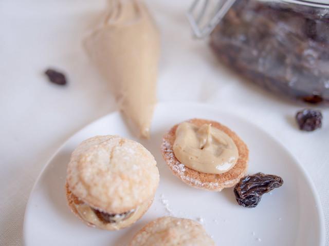 Mini coffee cream dacquoise