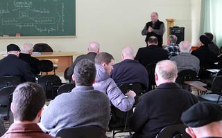 Cerca de 50 padres e religiosos participaram da formação.