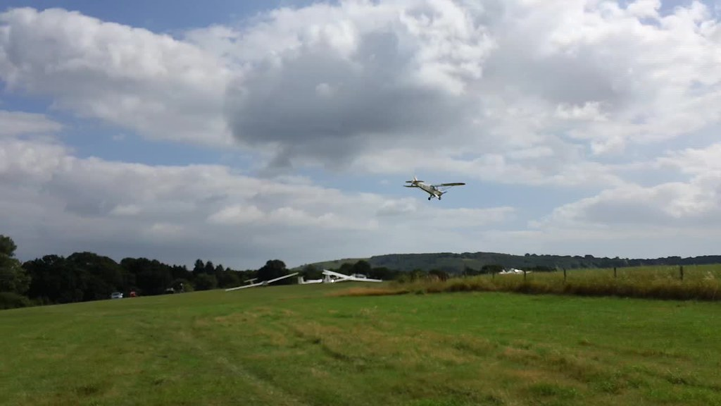 Safe landing (click on pic to see video, hopefully) near Amberley