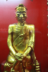 Gold colored Chinese statues at Wat Chin Pracha Samosom, also known as Wat Leng Hok Yee