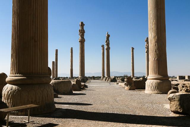 Ancient columns of Apadana Palace,  Persepolis, Iran ペルセポリス遺跡、アパダーナの円柱たち