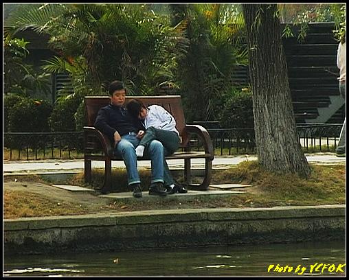 杭州 西湖 (其他景點) - 626 (古湧金門一帶 湖邊的一對小情侶)