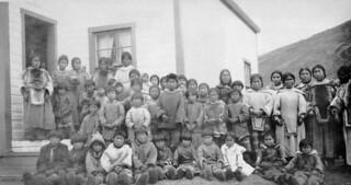 Pangnirtung Natives at Mission House (federal hostel), Baffin Island, Northwest  Territories [Pangnirtung (Pangnirtuuq), Nunavut]... / Autochtones de Pangnirtung à la Mission (foyer fédéral), île de Baffin (T.N.-O.) [Pangnirtung/Pangnirtuuq (Nunavut)
