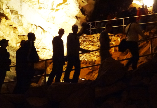 inside-mammoth-cave