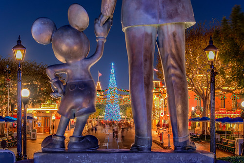 california nikon disneyland disney d750 nikondigital partnersstatue mainstreetusa 2015 lightatnight photomatix mainstusa disneyafterdark hdratnight disneylandpartnersstatue disneypartners bbqmonster 24120mmf4gedvr toddfburgess christmas2014 nikond750 copyrightc2015toddfburgessallrightsreserved d750dsc03678tmpd24 disneylandpartners