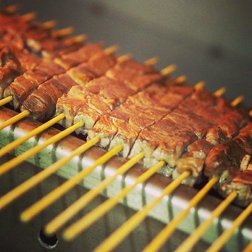 Non sei mai stato in Abruzzo se non li hai mangiati. #arrosticini #food #grill #sheep #abruzzo #italy #matteozanga #photographer #meat #bbq