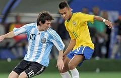 goal(0.0), soccer player(1.0), football player(1.0), soccer kick(1.0), sports(1.0), tackle(1.0), player(1.0), football(1.0),