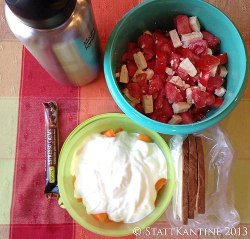 Stattkantine 25. Juli 2013 - Tomaten-Wassermelone-Feta-Salat, Joghurt mit Aprikosen
