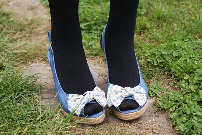 niebieskie sandały z kokardą czas na buty