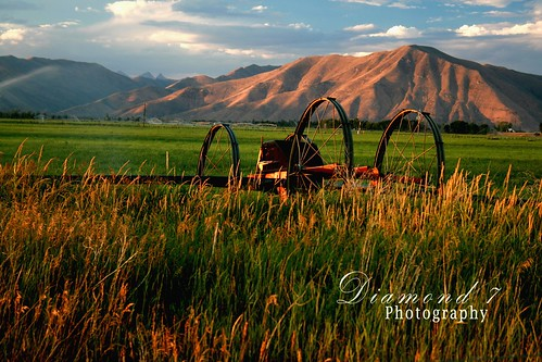 ranch wood mountains grass wheel river weeds triangle farm line idaho valley bellevue irrigation