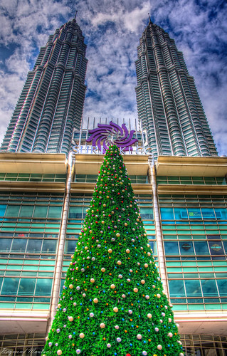Christmas tree on Twin Towers by raymaulany07