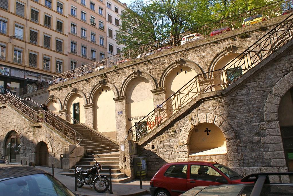 Escalier en aile de faucons dans les pentes de la Croix-Rousse à Lyon