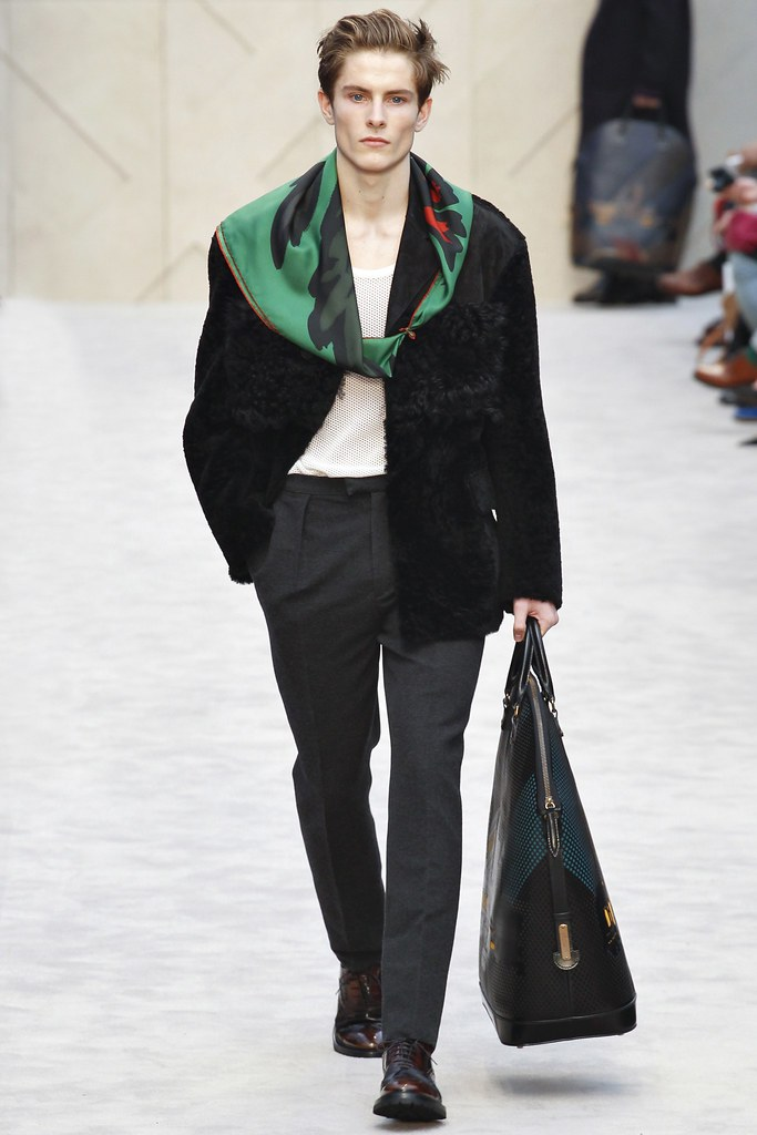 FW14 London Burberry Prorsum019_Andreas Sandby(VOGUE)