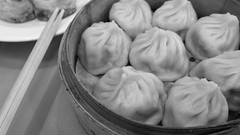 nikuman, siopao, cha siu bao, xiaolongbao, baozi, momo, monochrome photography, food, dish, dumpling, buuz, khinkali, cuisine, monochrome, black-and-white,