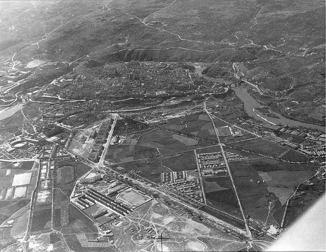 Vista aérea de la Avenida de la Reconquista. Años 60