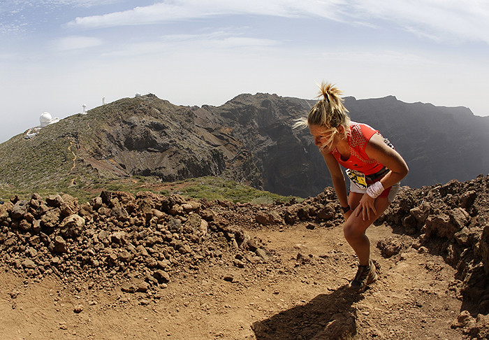 H Anna Frost σε χαρακτηριστικό σημείο του αγώνα το 2012 © Transvulcania La Palma