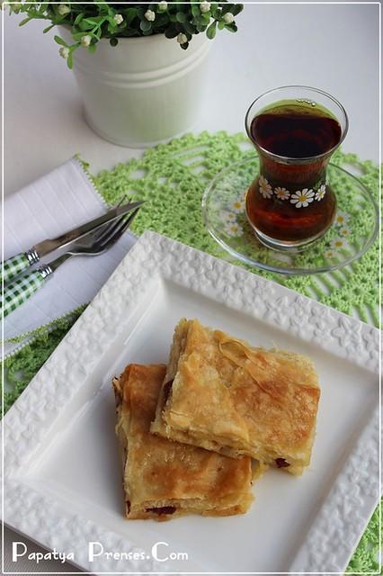 sucuklu börek (2)