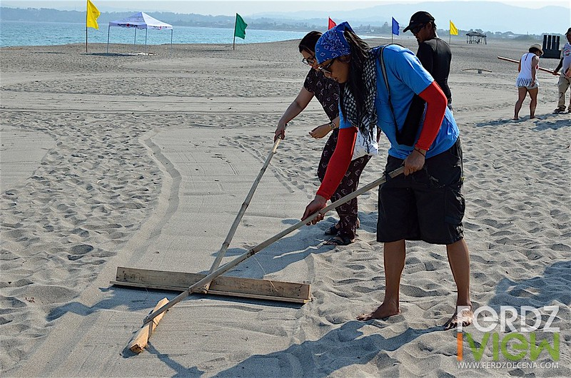 AG Saño working on the sand art