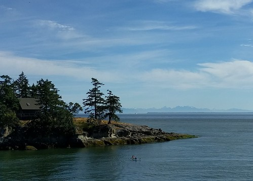 Kayaking the coast of Galiano Island