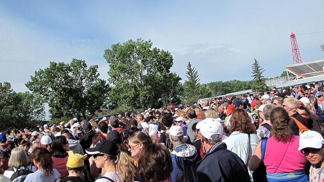 Calgary Flood 2013 - Day 5: volunteers @ McMahon