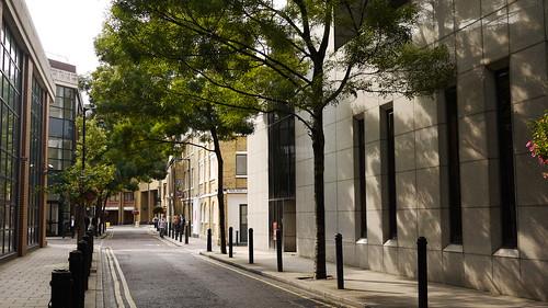 2011年倫敦泰晤士河畔周邊:現代舒適的建築、整潔的街道,一片綠意盎然
