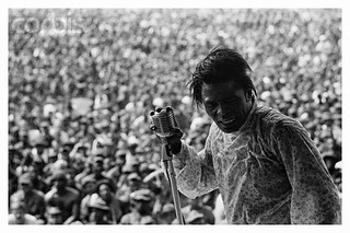 james+brown+performs+for+american+soldiers+in+vietnam+1968+christian-simonpietri