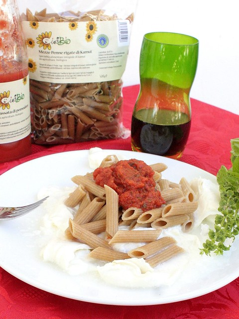 Pasta di Kamut con Passata di Pomodoro e Burrata