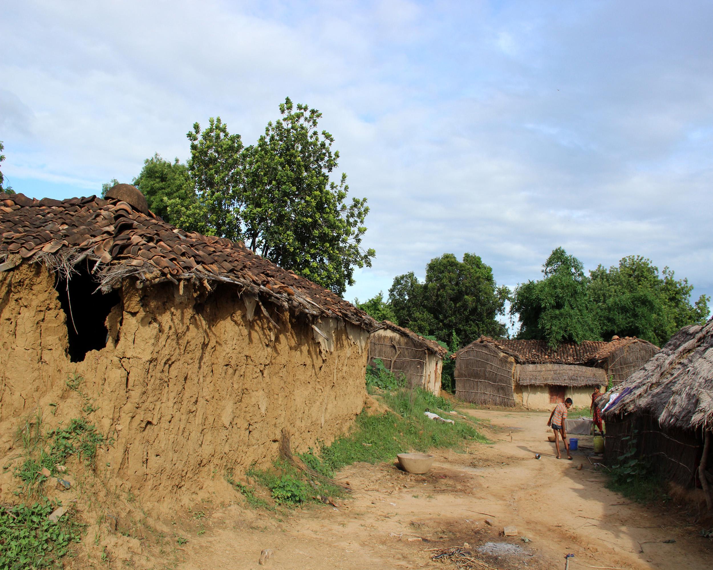 विस्थापन के बाद उजड़ा गांव