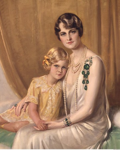 Marjorie Merriweather Post wearing the Cartier diamond and emerald brooch 1928